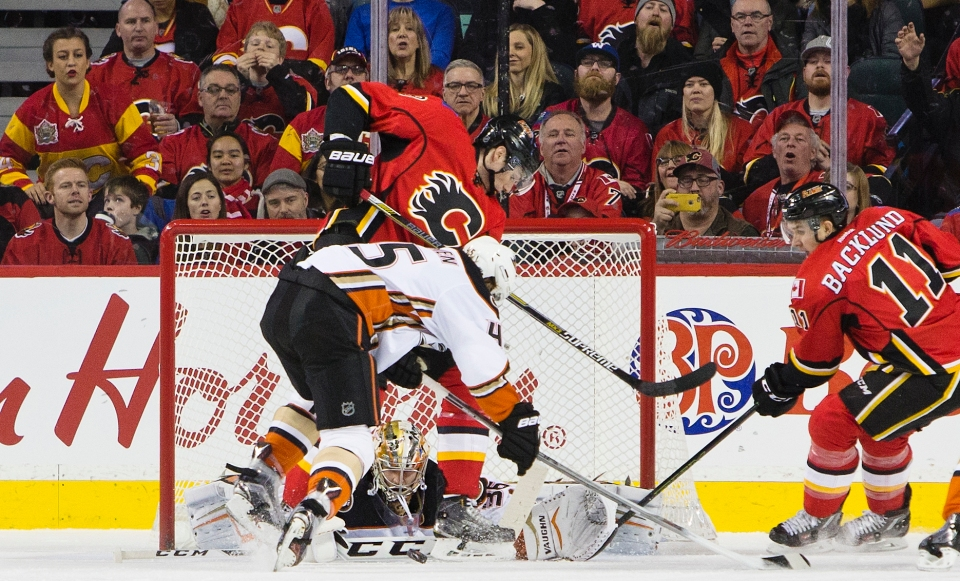 JOHN GIBSON  Calgary Flames vs Anaheim Ducks December 29, 2015 0001