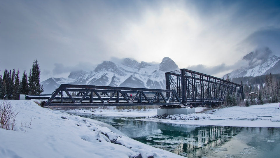 Canmore Engine Bridge Sunset winter frozen cold Photo © Kevin Light 0010