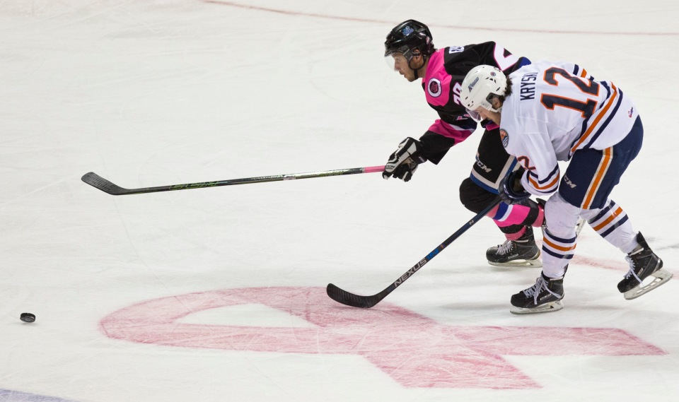 8 Victoria Royals vs Kamloops Blazers PINK Feb 20, 2016 ©KevinLightPhoto_31Q8798.JPG Logan Fisher