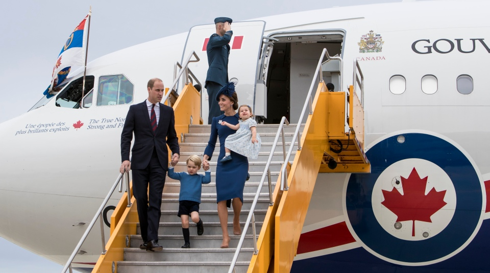 royal-visit-canada-victoria-prince-william-catherine-duchess-cambridge-prince-george-princess-charlotte-kevinlight-reuters-3