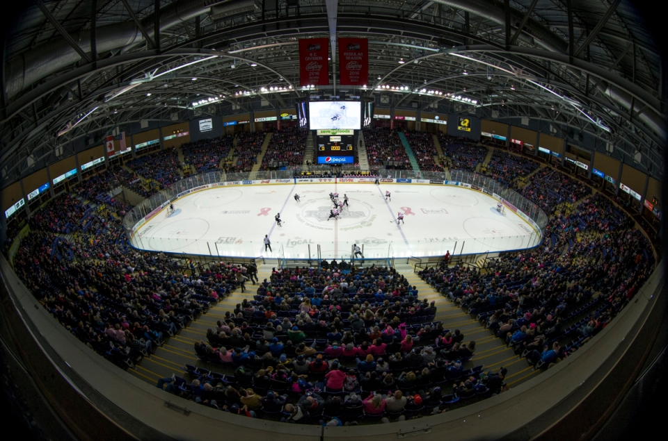03-victoria-royals-vs-vancouver-giants-pink-in-the-rink-feb-25-2017-kevinlightphoto_lx16946