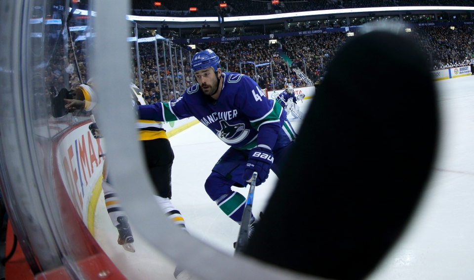 13 Gudbranson_Erik_Hockey_Vancovuer Canucks vs Pittsburgh Penguins ©KevinLightPhoto-CBC _LX17927