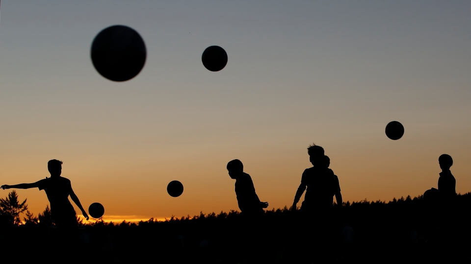 11 youth_soccer_team_practices_kicking_silhouette_kick_Kevin_Light_Photo_32