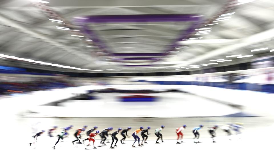 16 Female_Speed_Skaters_Women_Mass_Start_ISU_Speed_Skating_World_Cup_calgary_Kevin_Light_Photo_37
